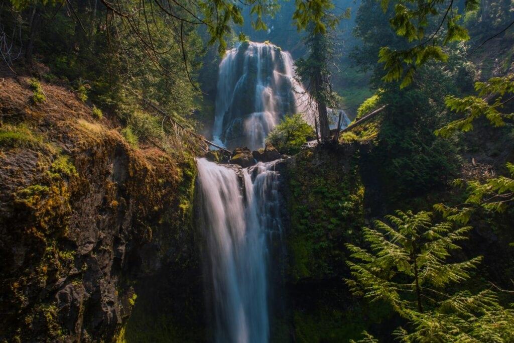 Avatarovské vodopády na False Creek Falls
