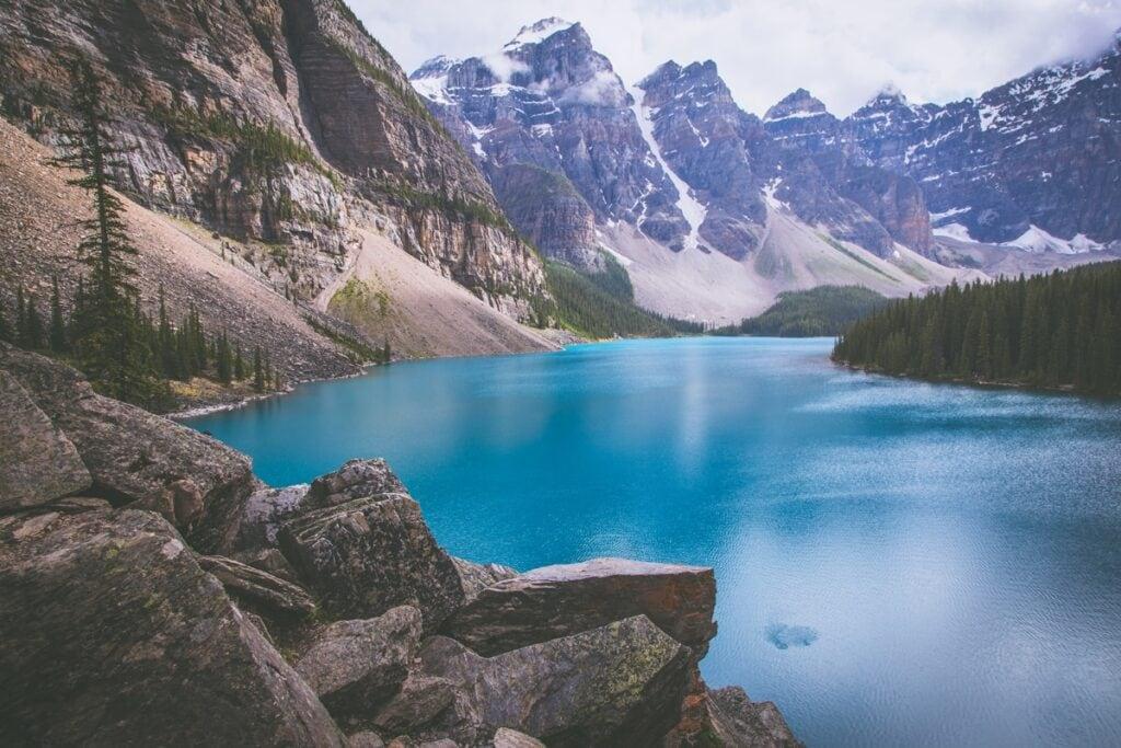 Je důvod, proč je Moraine Lake jednou z hlavních atrakcí v Banff National Parku