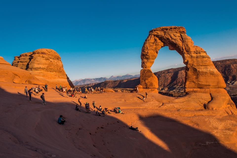 Slavný symbol Utahu, představte si, že za mnou sedí tisíc turistů a máte obrázek