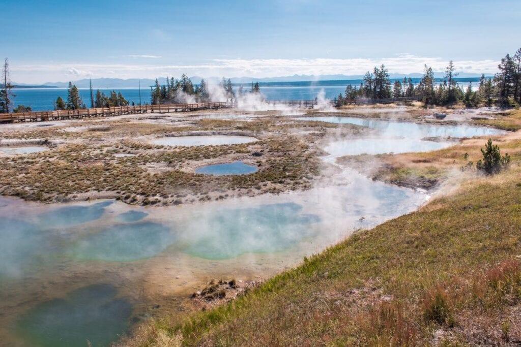 Náš první pohled na Yellowstone byl ve West Thumbu
