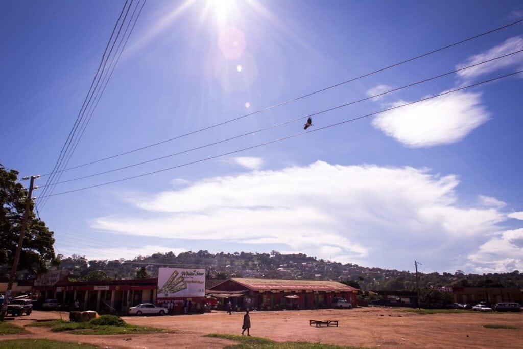 Entebbe nám nejdřív přišlo jako pěkně špinavé město. Ale po 14 dnech ho považujeme za ráj čistoty