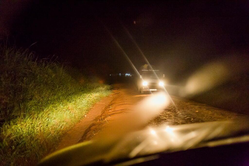 Řídit v Ugandě je jen pro odvážlivce. Takhle vypadala cesta do národních parků