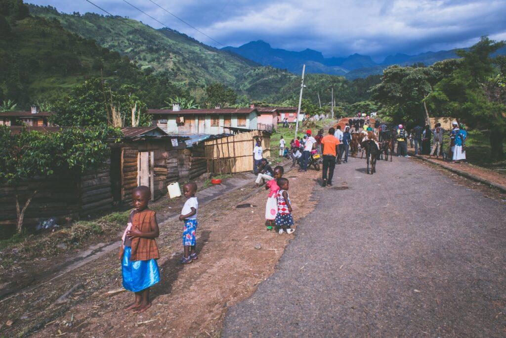 Vesnice v Ruwenzori Mountains, kde jsme vyfasovali portýry