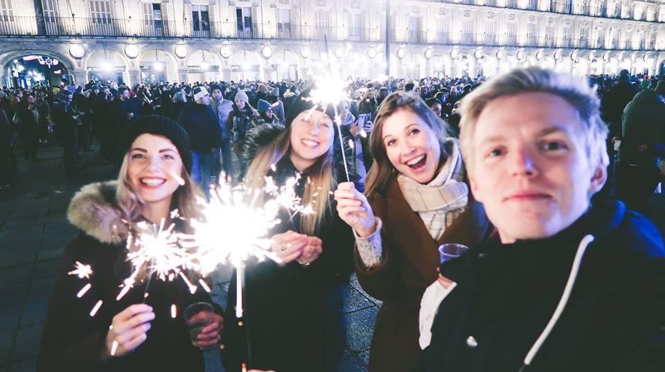 Oslavy Silvestra na Plaza Mayor, byli jsme tam jediní s prskavkami, oni jedí radši hrozny