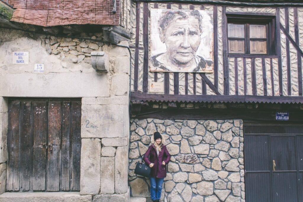 Mogarazz, kde na vás koukají babičky z domů