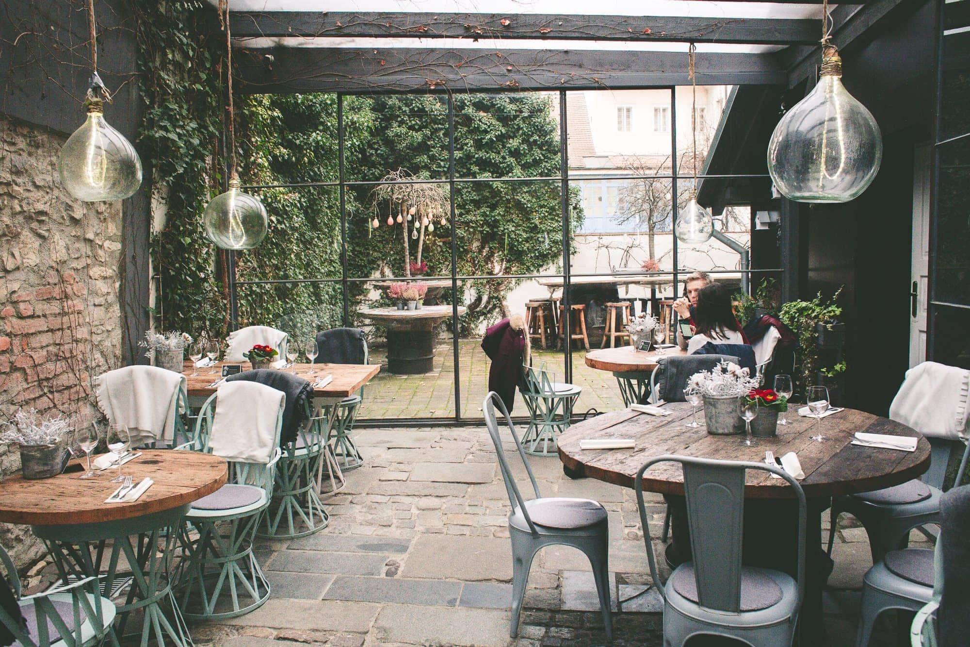 Romantická kavárna v Praze