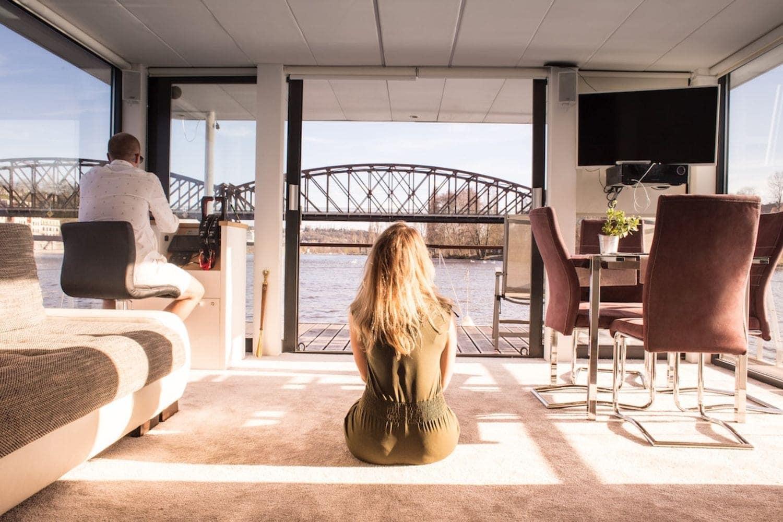 VIP Living Houseboat uvnitr