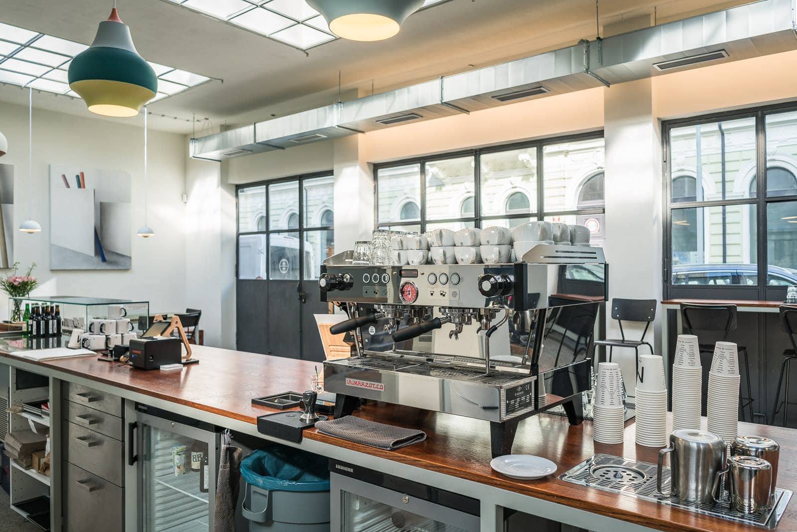 interiér kavárny Alf & Bet
