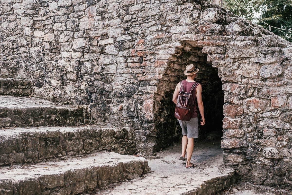 Tunel v mayském městě Coba