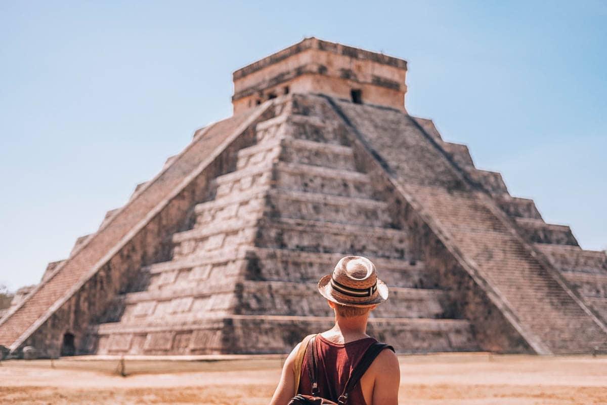 Pyramida El Castillo v mayském městě Chichen itza