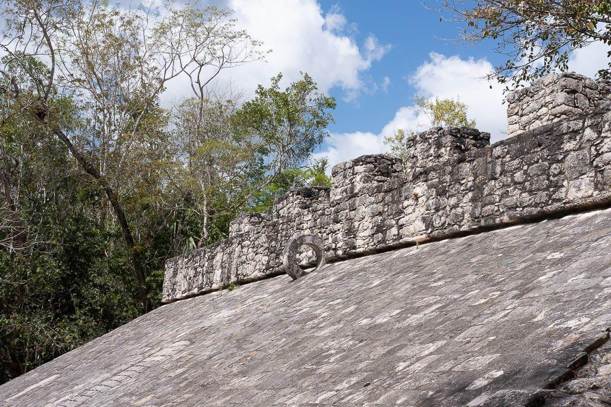 Hřiště na starodávnou mayskou hru tachtli v mayském městě Coba