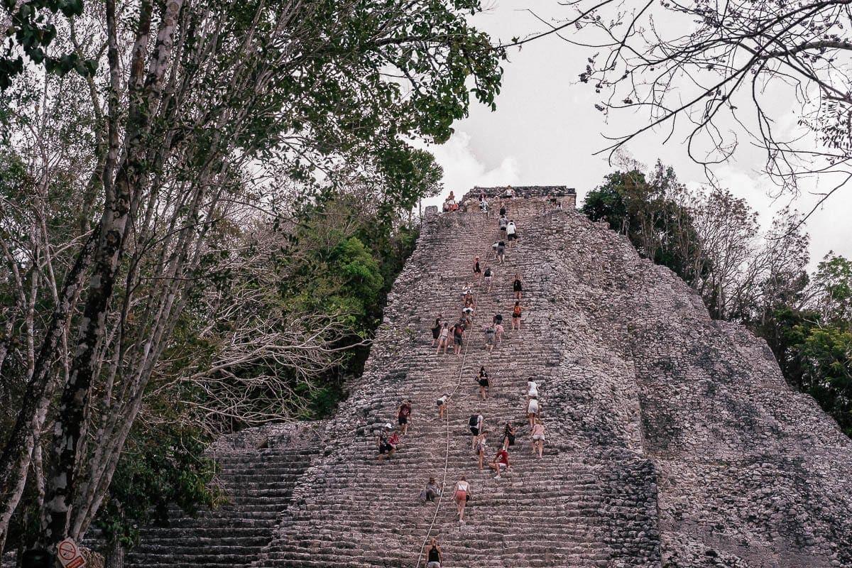 hlavní pyramida mayských ruin Coba