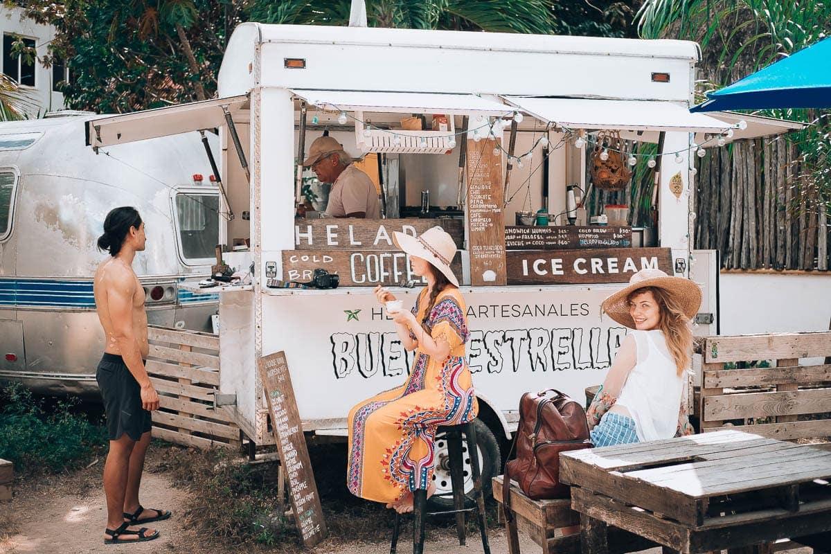 Oblíbený stánek se zmrzlinou v Tulum