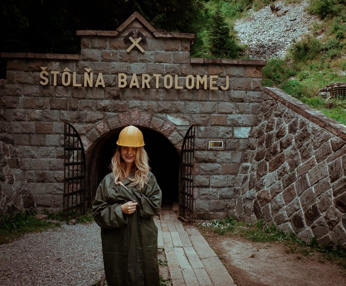 Lucka stojící před Štôlňa Bartolomej